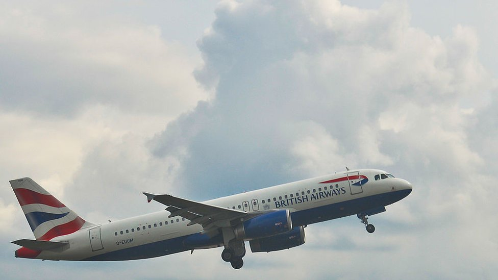 Un avión despega de Londres.