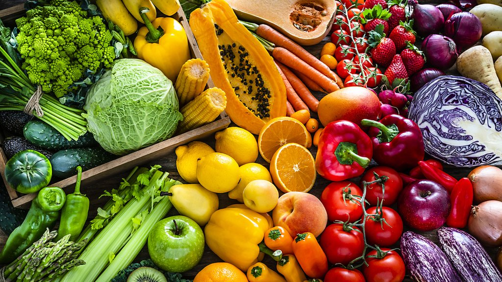 Microplastics: Is there plastic in our fruit and veg? - CBBC Newsround