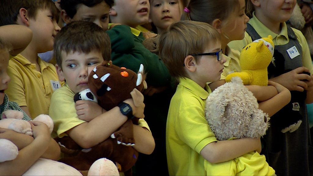 Petersfield bear hugging record attempt for charity
