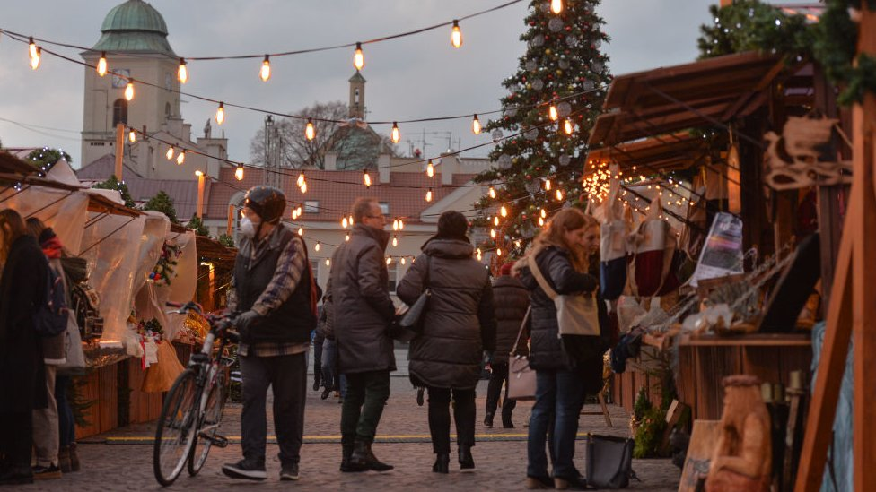 Covid What Are The Rules For Winter Holidays And Going Abroad Bbc News