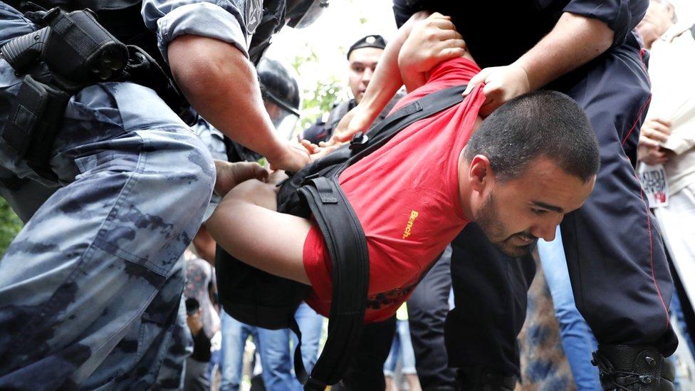 hapšenje tokom protesta u mosvki