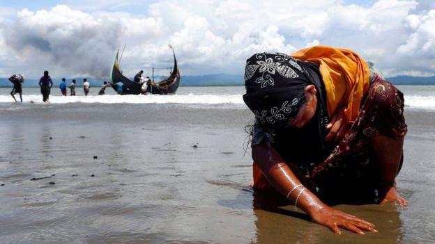 Sejumlah posting di Facebook menyatakan harapan pengungsi Rohingya yang melarikan diri akan tenggelam di laut.