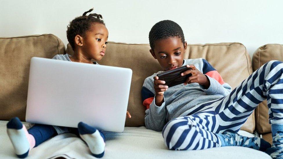U ovakvim situacijama šire se i brojne glasine, u razgovorima sa prijateljima i preko društvenih mreža