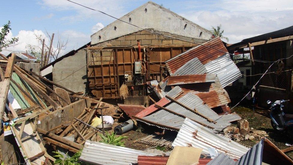 Devastación del tifón Phanfone en Filipinas.