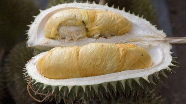 Hanya ada dua pendapat mengenai durian, raja buah-buahan atau buah paling bau yang bisa dibayangkan.