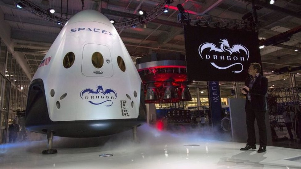 Elon Musk unveils Dragon V2 spacecraft in California. Photo: May 2014