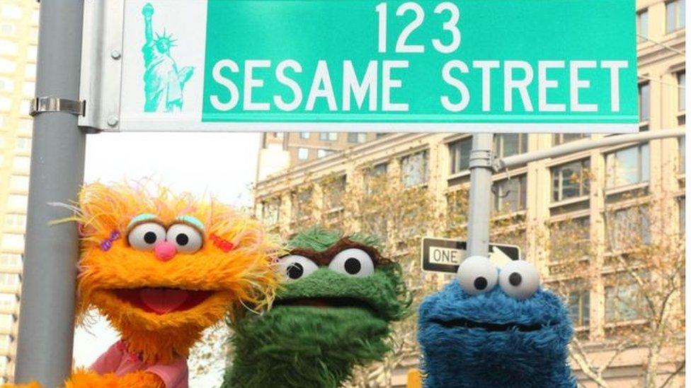 """أبطال برنامج الأطفال """"شارع سمسم"""""""