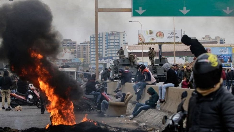 لبنان على مفترق طرق