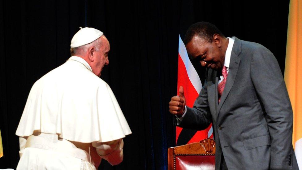 Kenyan President Uhuru Kenyatta (R) gives a thumb to Pope Francis at the State House of Nairobi on 25 November2015.