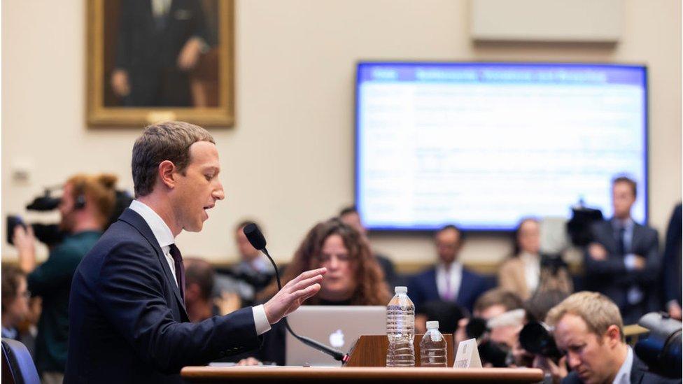 Mark Zuckerberg declarando ante el Congreso.