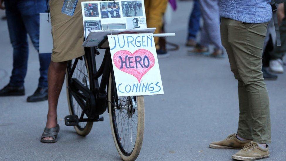 أعرب آلاف البلجيكيين عن دعمهم للهارب المسلح يورغن كونينغز