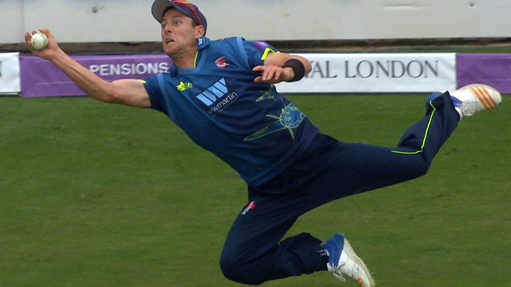 One-Day Cup: Worcestershire v Kent - Matt Henry takes amazing catch