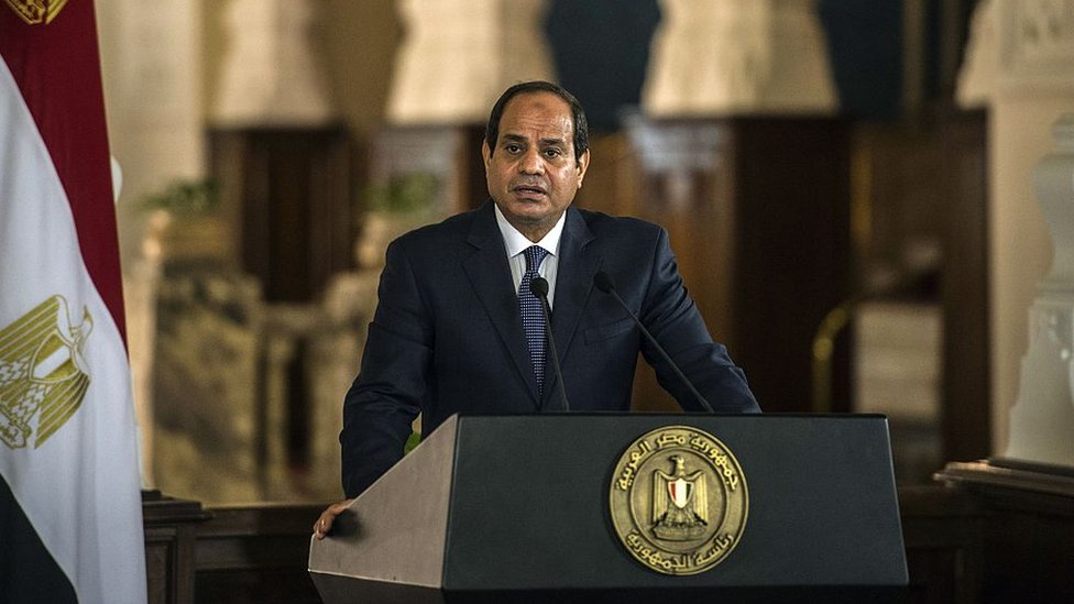 Egyptian President Abdul Fattah al-Sisi talks at a press conference in Cairo (4 October 2015)