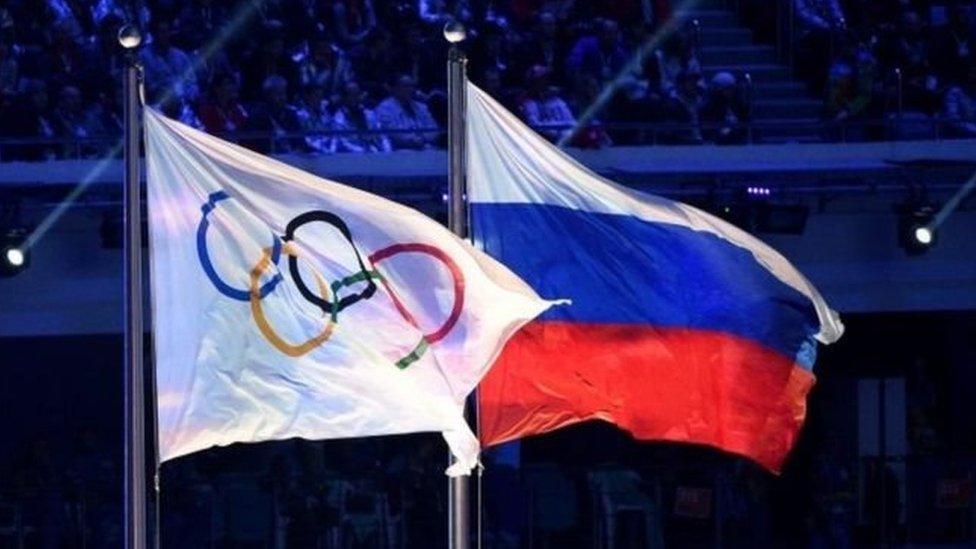 IOC ve Rusya bayrakları