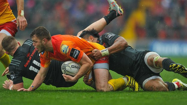 Steff Hughes of Scarlets is tackled by Francis Saili and Andrew Conway of Munster