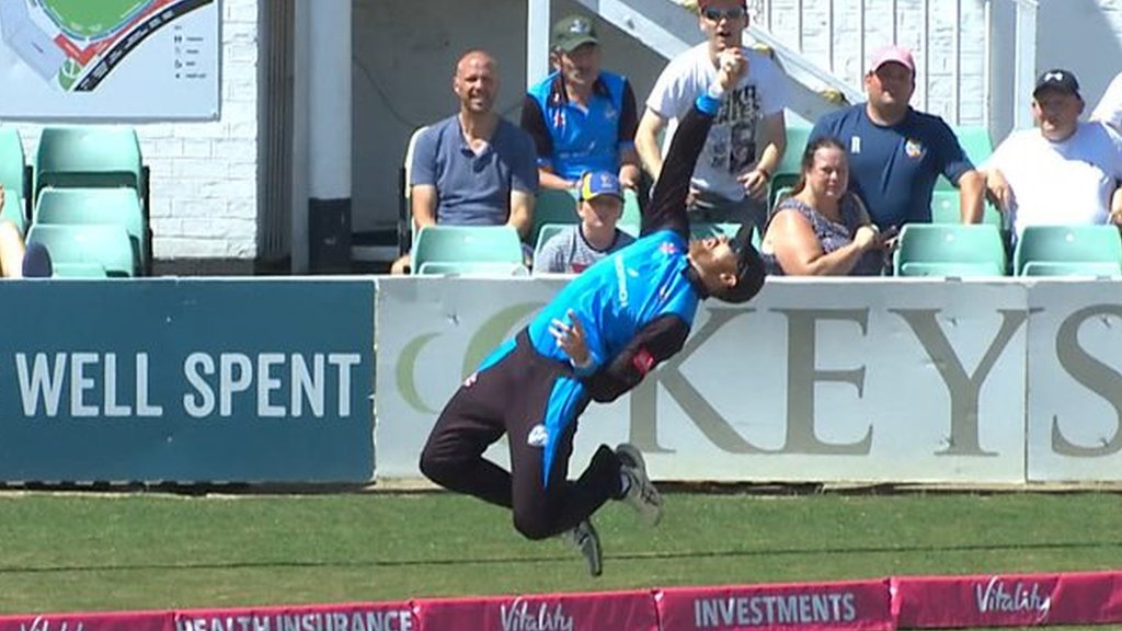Worcestershire duo Mitchell and Guptill produce 'magnificent' relay catch against Yorskhire