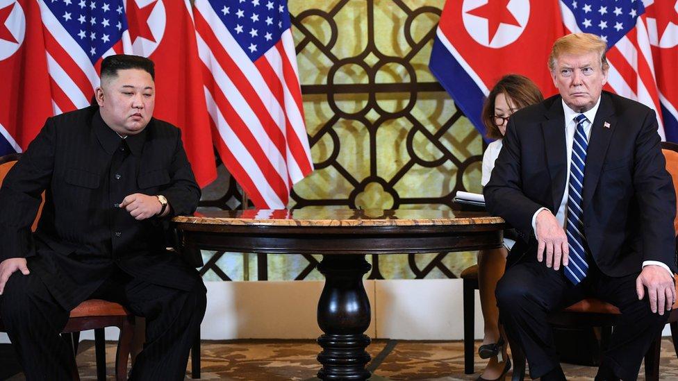Kim Jong-un y Donald Trump en Hanoi.