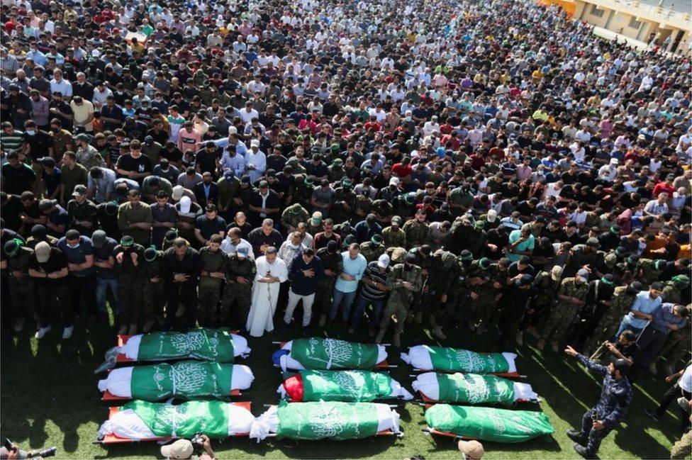 Han Yunus'taki cenazeye binlerce kişi katıldı.