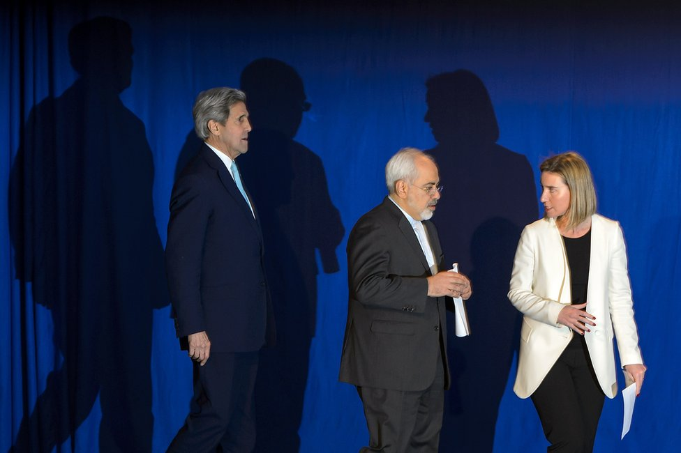 US Secretary of State John Kerry, Iranian Foreign Minister Javad Zarif and EU's foreign policy chief Federica Mogherini in Lausanne, 2 April 2015