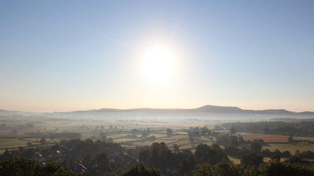 Wrth i'r diwrnod olaf wawrio, mae ardal yr Eisteddfod yn dangos ei rinweddau'n llawn // The glorious local landscape as the final day of the Eisteddfod dawns