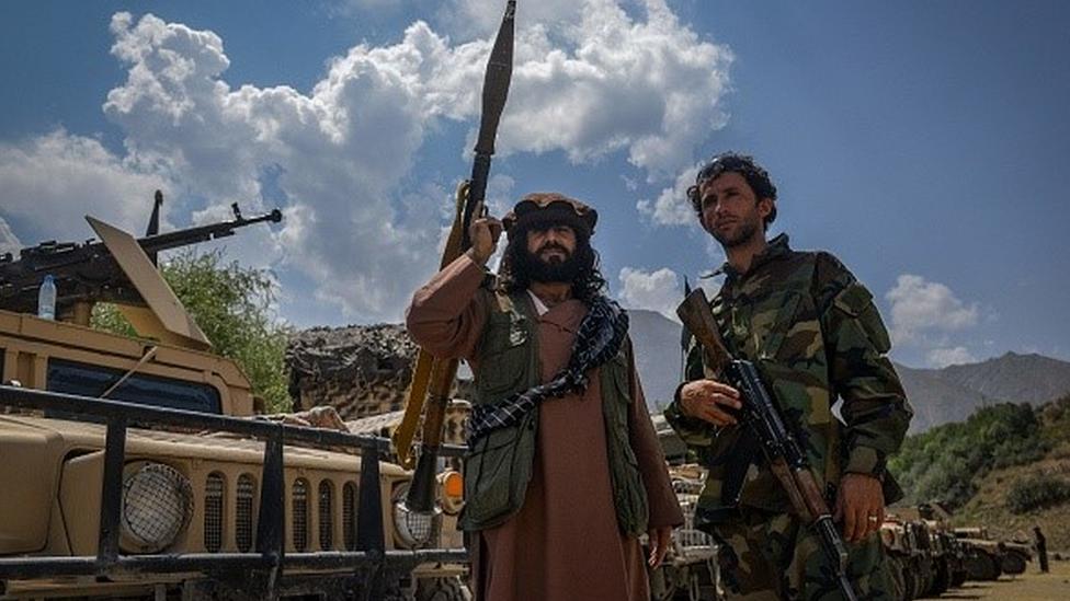 Kabil'in kuzeyinde savaşan birliklere Afgan ordusu da araç, silah ve mühimmat desteği veriyordu