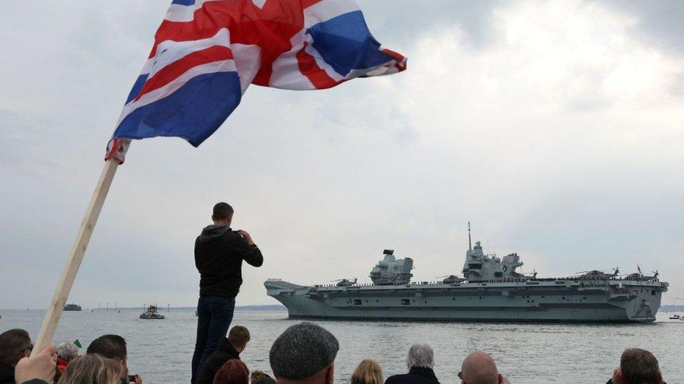 El portaaviones HMS Queen Elizabeth rumbo a la región del Indo-Pacífico para su primer despliegue operativo.