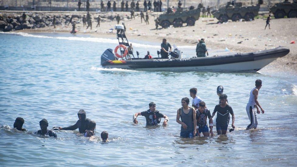 Beberapa migran secara sukarela setuju untuk kembali ke Maroko.