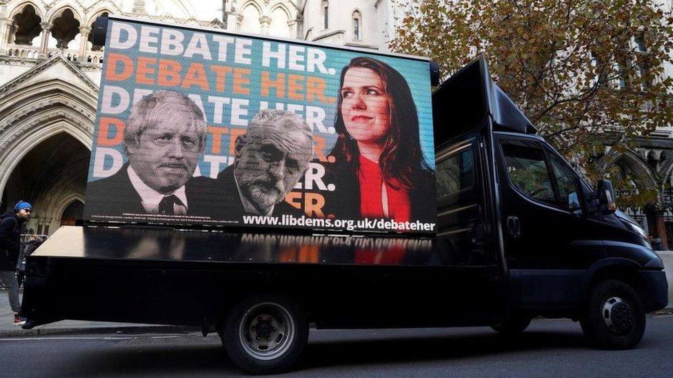 Брексит - главная тема выборов, но основные кандидаты ее избегают. Почему - и что же предлагают партии