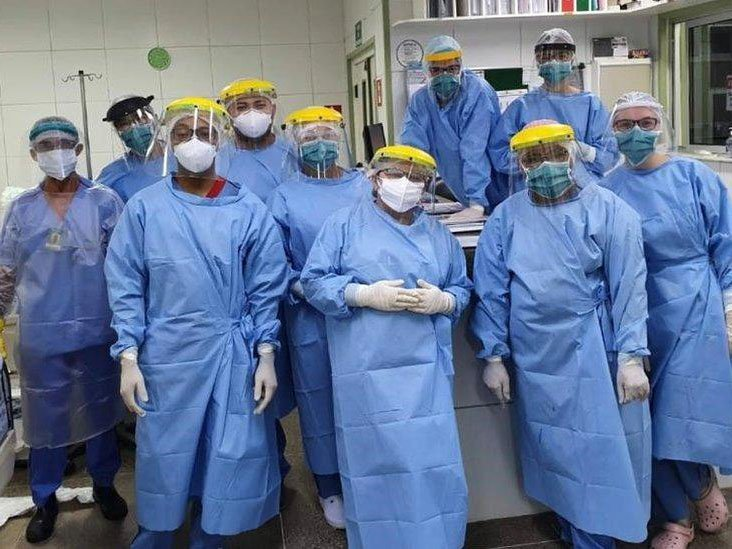 Equipe da UTI da ala infantil do Hospital Albert Sabin, em Fortaleza