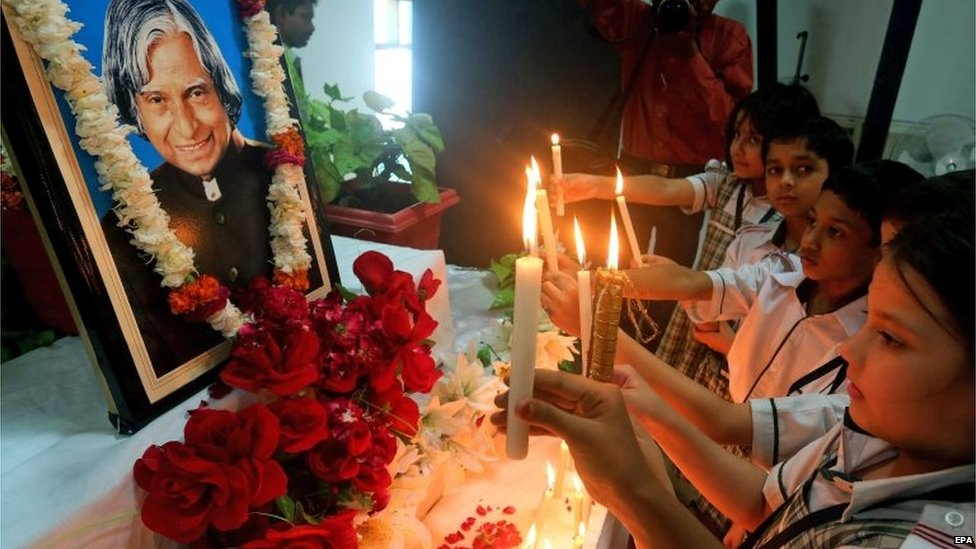 Indian school children light candles in front of a portrait of late Indian former President APJ Abdul Kalam, as they pay their respect at a school in Bhopal, India, 28 July 2015