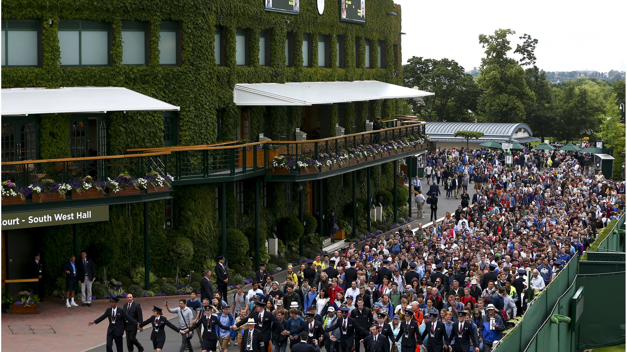 Wimbledon expansion plans set to advance after golf club votes to sell
