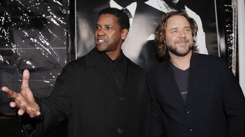 Denzel Washington y Russell Crowe en la premiere de American Gangster en 2007.