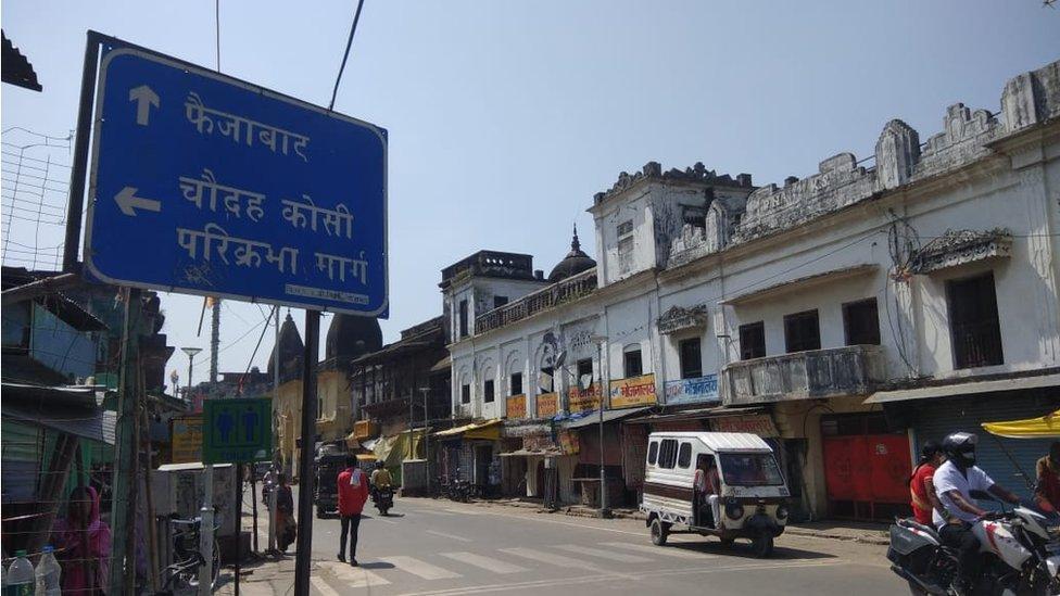 Toko-toko di sekitar pengadilan ditutup, Babri, masjid