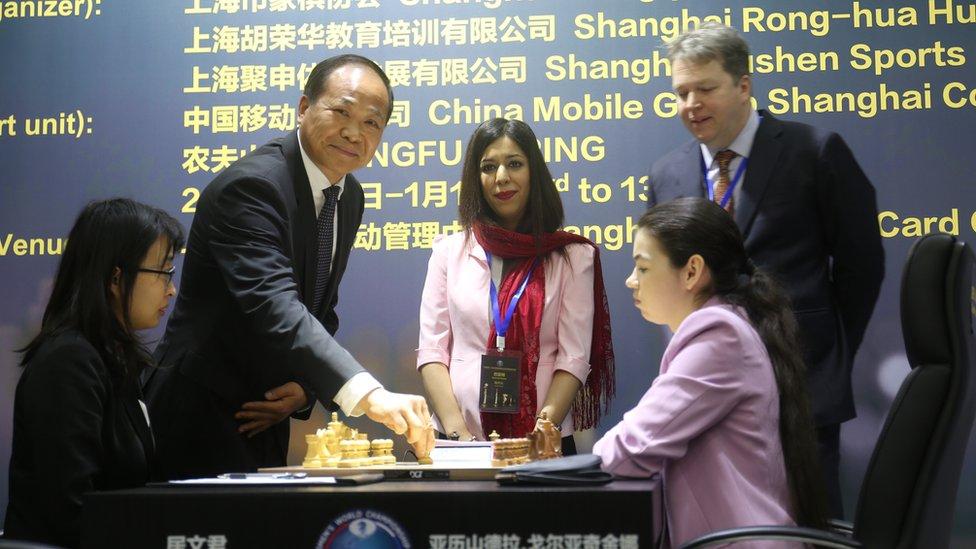 Shohreh Bayat turnuvada başı açık