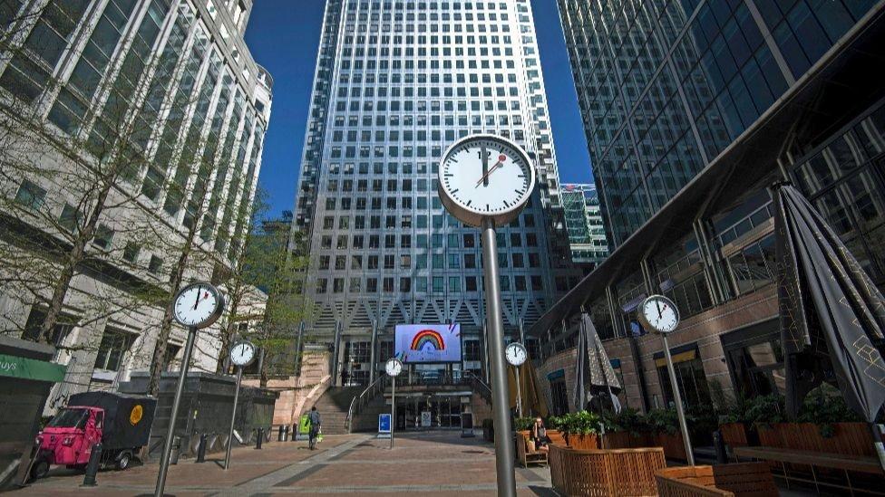 Uma foto de Canary Wharf, o centro financeiro de Londres, deserto em abril.