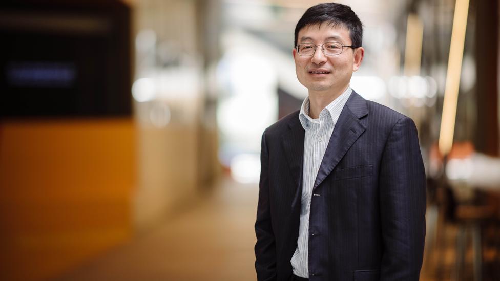 Profesor Huanting Wang.