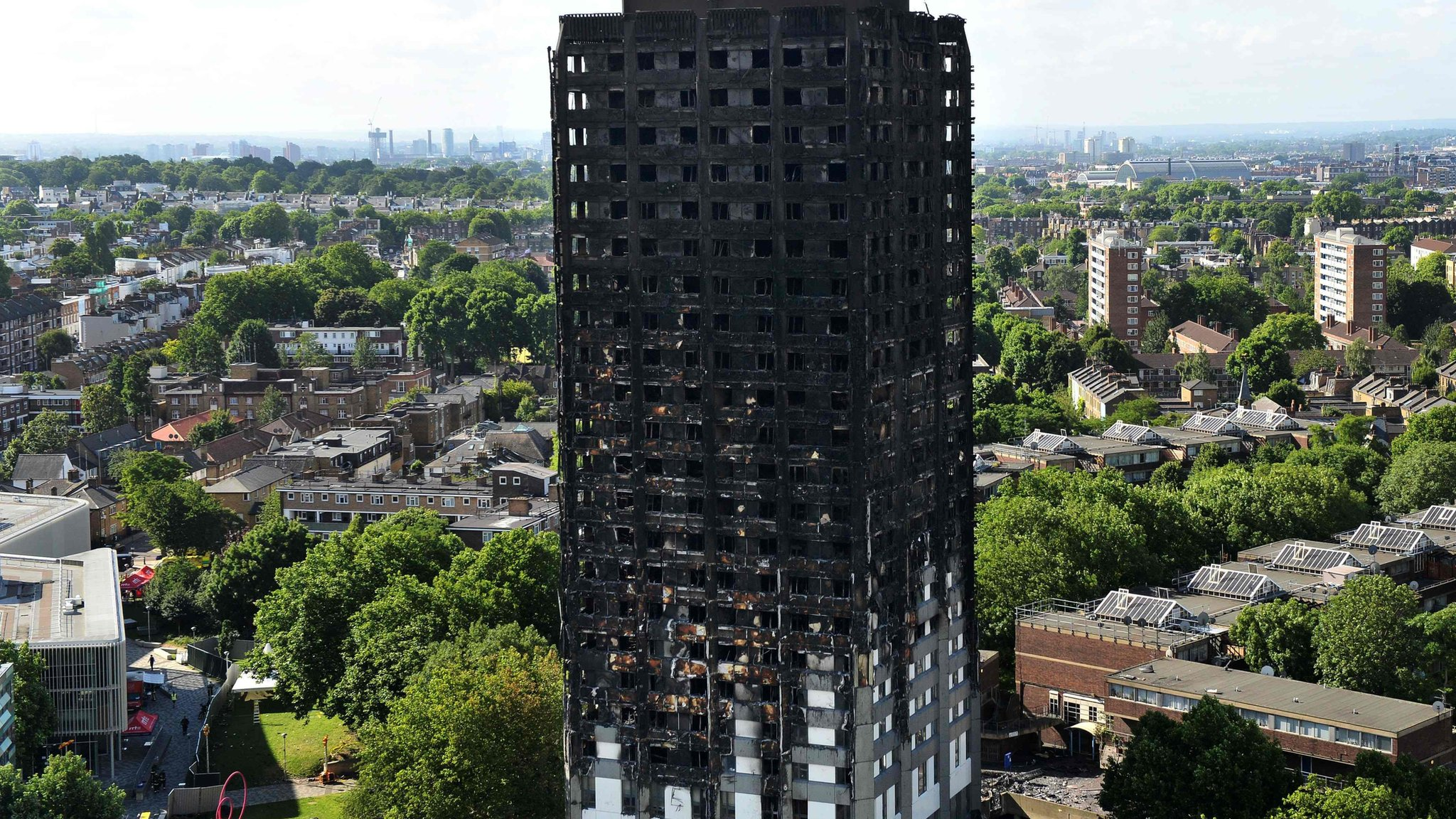 Grenfell inquiry: TV images 'influenced' stay-put policy change