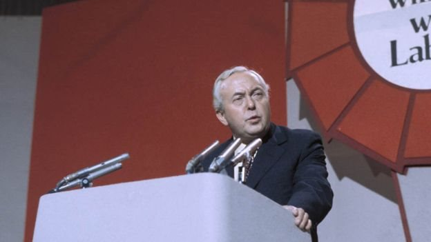 Harold Wilson parti konferansında konuşuyor