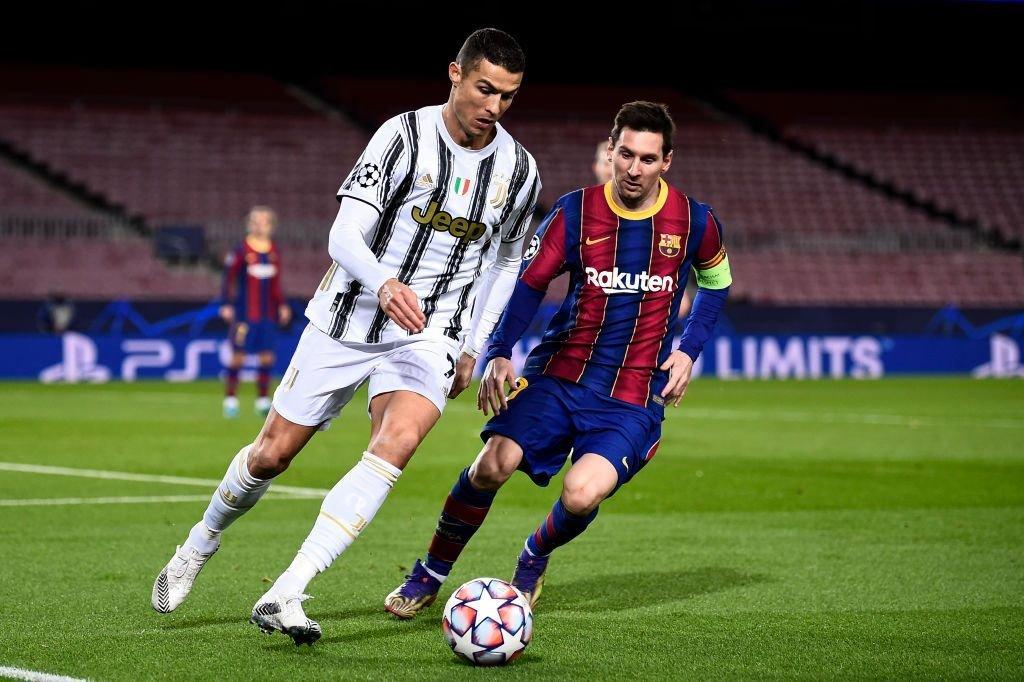 Cristiano Ronaldo (izquierda) y Lionel Messi en acción durante la fase de grupos de la UEFA Champions League 2020/21