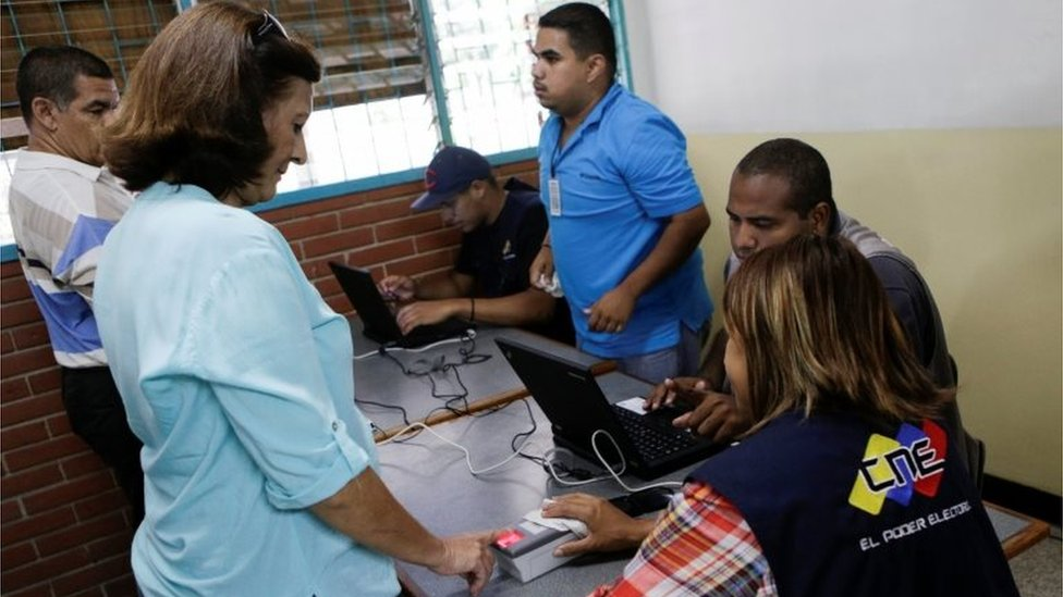 A woman has her identity checked during Venezuela's€™s National Electoral Council (CNE) second phase of verifying signatures for a recall referendum against President Nicolas Maduro in Caracas, Venezuela June 20, 2016.