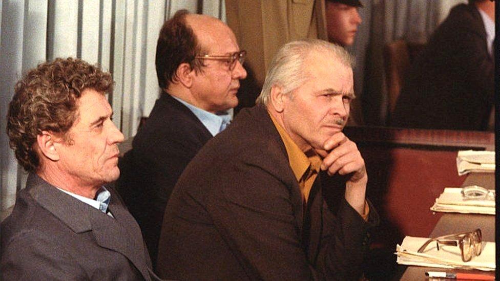Viktor Brjukanov (levo), zamenik glavnog inženjera Anatolij Djatlov (u sredini) i glavni inženjer Nikolaj Fomin završili su na sudu zbog nesreće