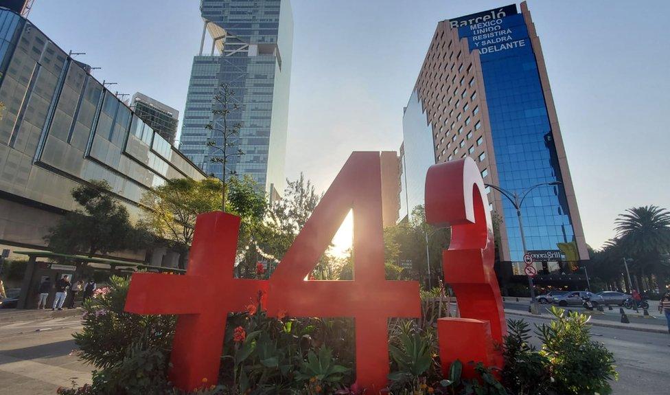 Antimonumento de los 43 desaparecidos de Ayotzinapa.