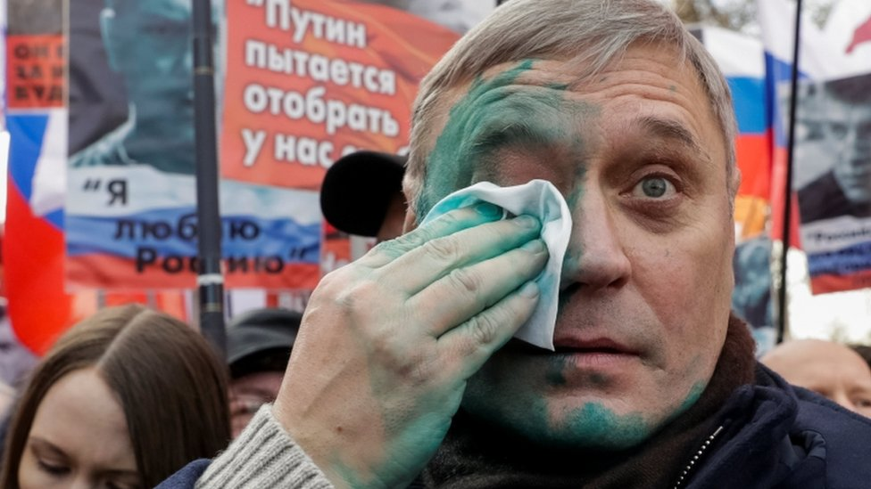 Green ink was thrown into the face of opposition politician Mikhail Kasyanov