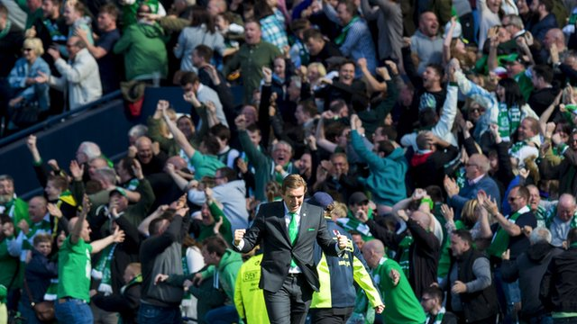 Alan Stubbs and the Hibs fans celebrate