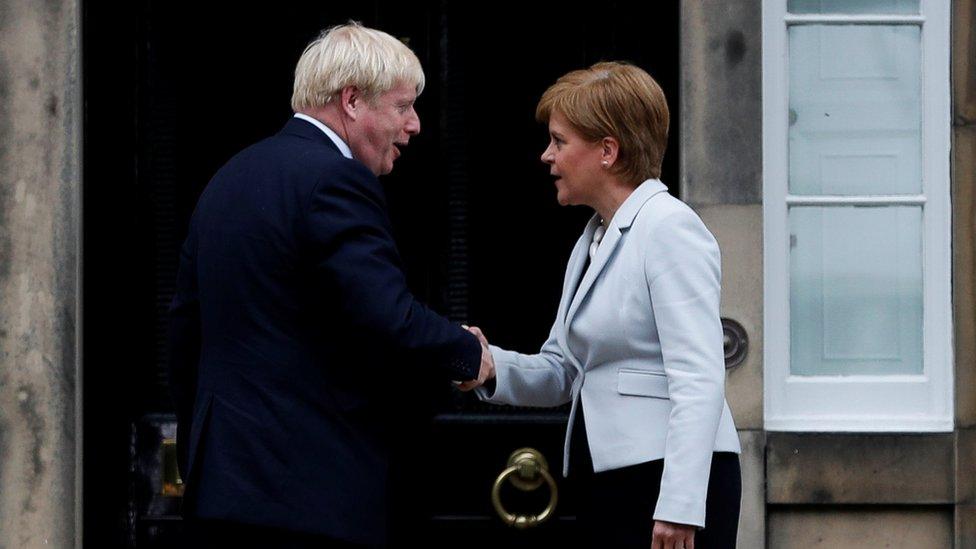 Boris Johnson y Nicola Sturgeon en 2019