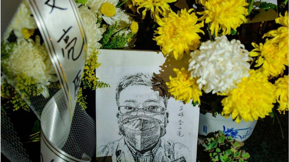 """武漢中心醫院醫生李文亮12月底就向外界披露疫情,反而被當地公安部門因""""發佈不實信息""""訓誡。"""