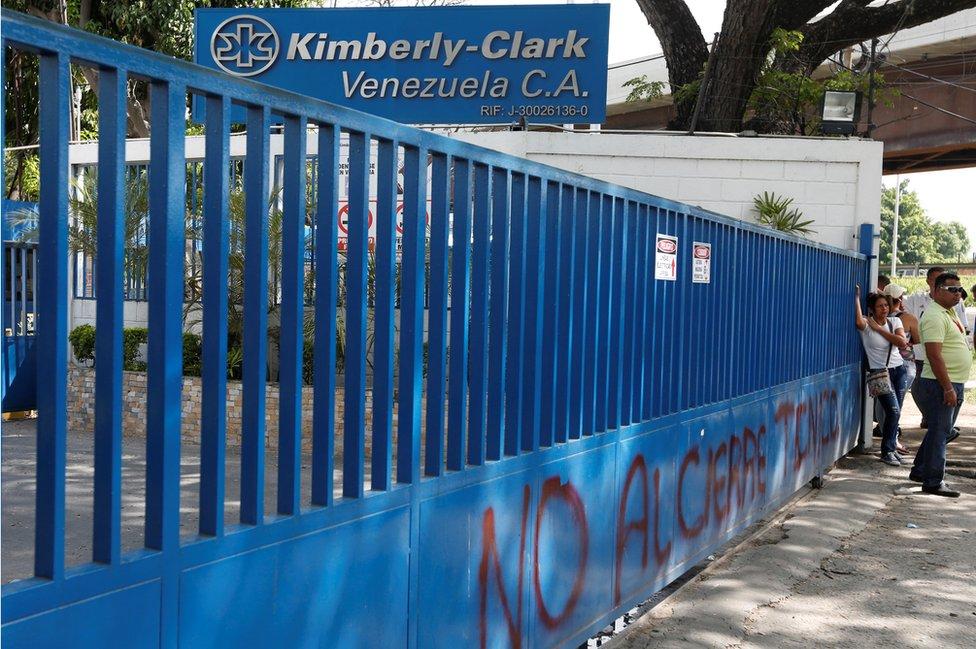 Employees outside closed Kimberly-Clark gates in Maracay on 10 July 2016