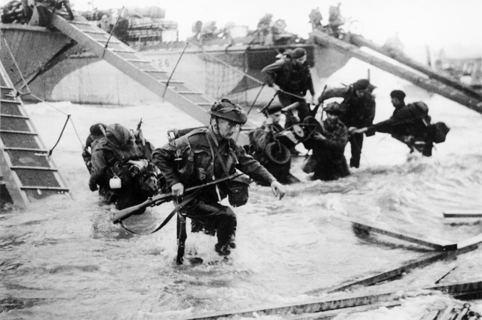 British troops from the 48th Royal Marines at Saint-Aubin-sur-mer on Juno Beach, Normandy, France, during the D-Day landings