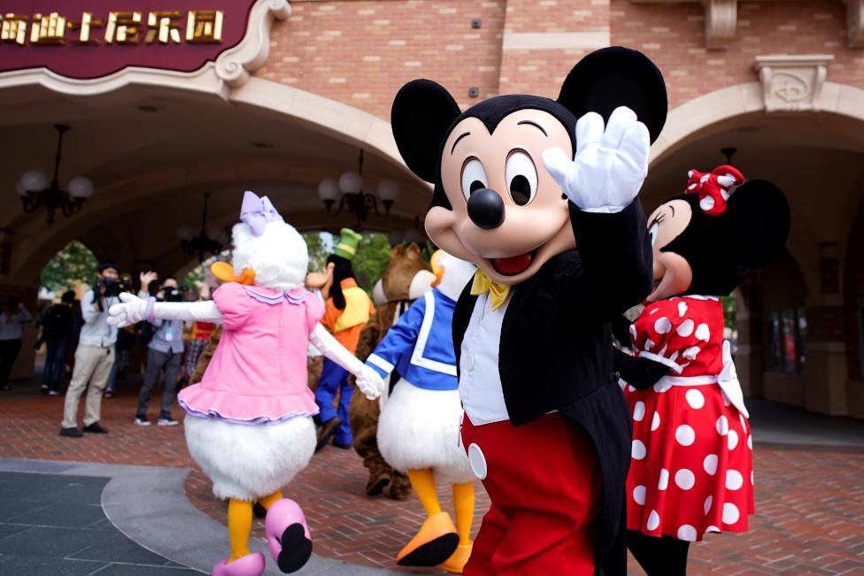 Miki Maus dočekuje posetioce
