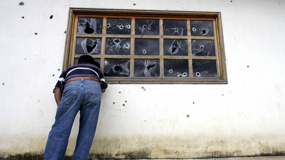 """Las ventanas de la cárcel de Pavón luego de la """"Operación Pavo Real""""."""